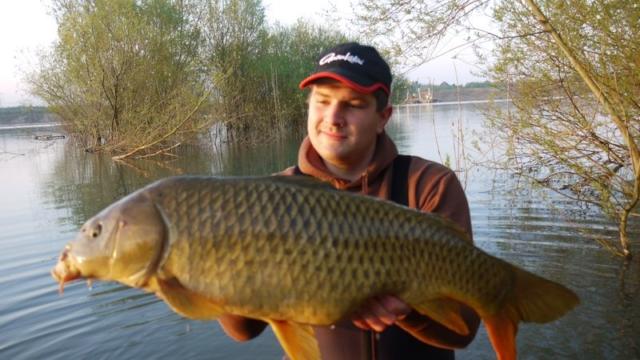Thomas Dieterle  Schuppenkarpfen, 7,3 kg  Datum: 09.04.2011  Ort: Kühlsee  Sehr gesunder Zustand