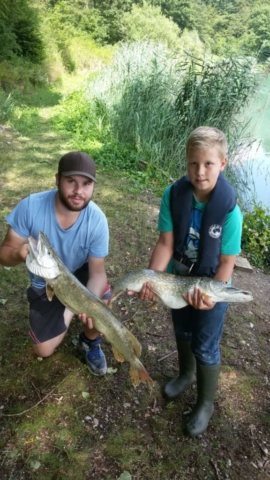 Nikos Ratzel  Hecht, 77 cm  Datum: 23.07.2016  Ort: Kühlsee  mit Jugendwart Marco Bergner